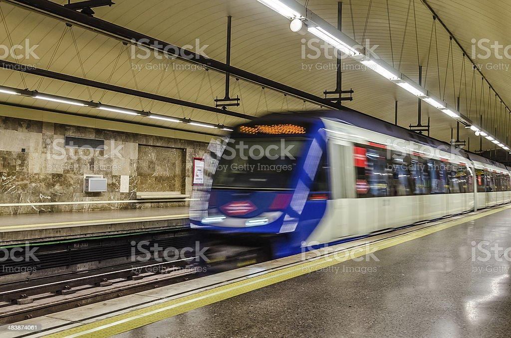 Metro en movimiento stock photo