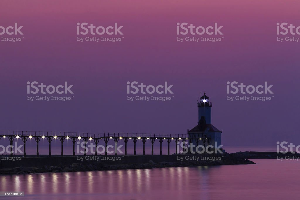 Michigan City East Pierhead luce dopo il tramonto foto stock royalty-free