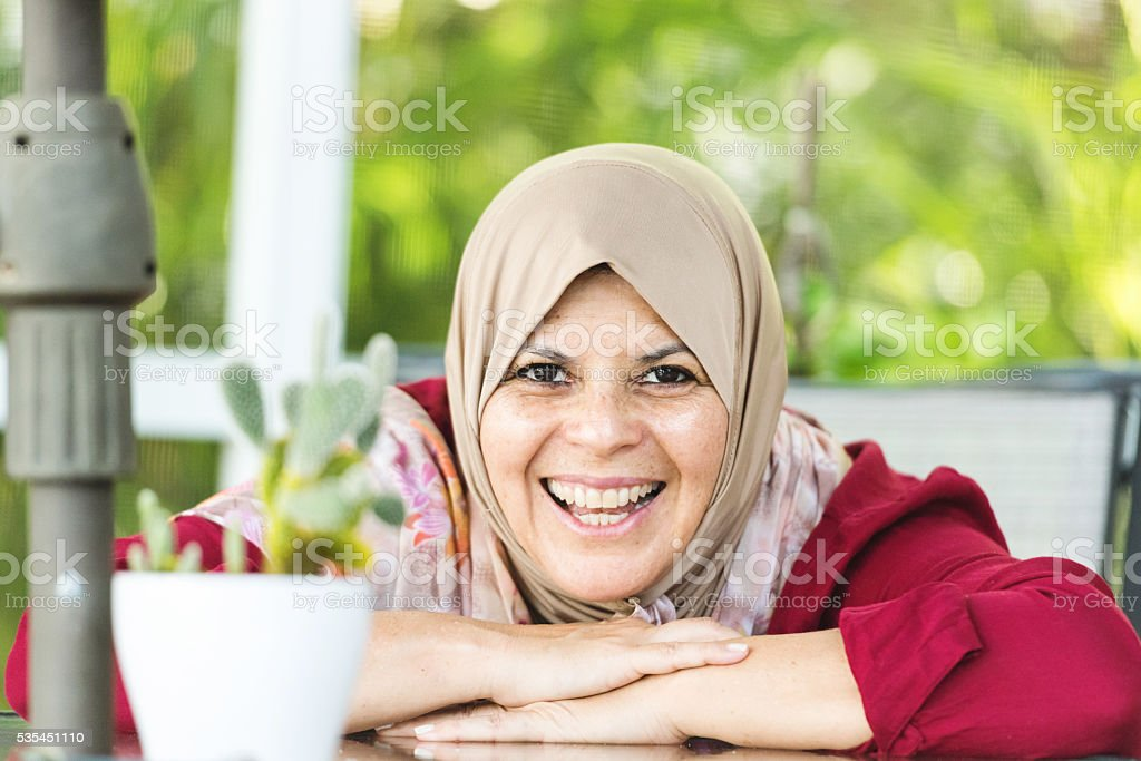 middle eastern woman (real people) stock photo
