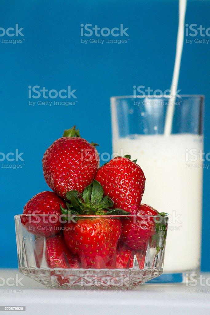 Fragole e latte foto stock royalty-free