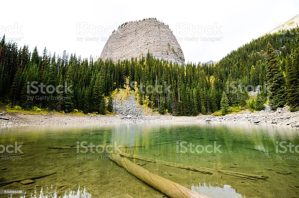Mirror Lake and Big Beehive in Autumn, Canadian Rockies stock photo
