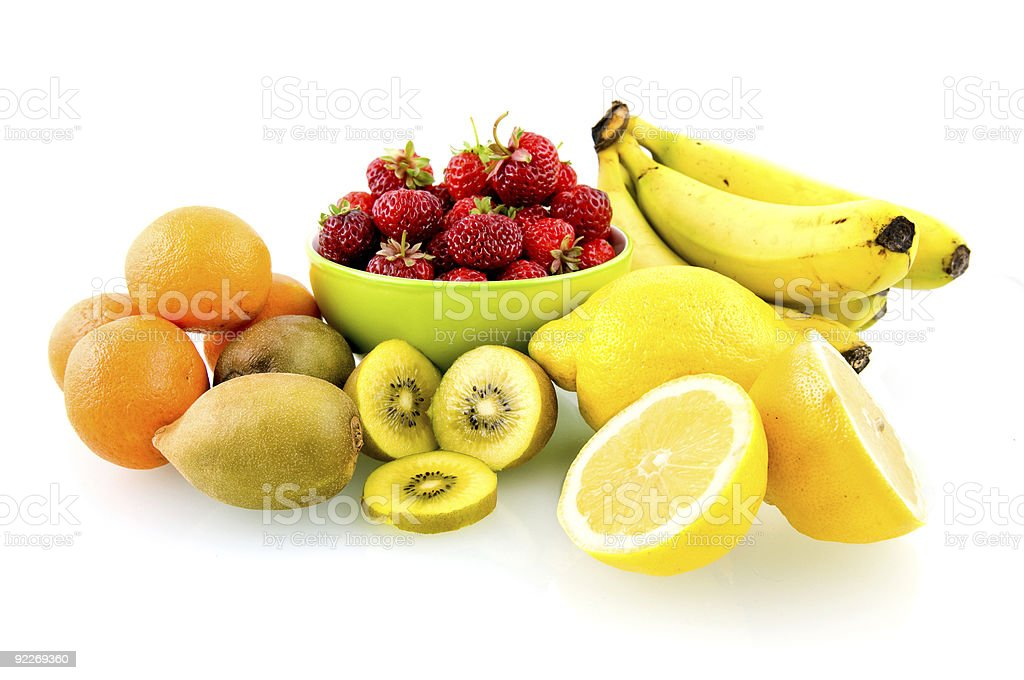 fruits variés sur fond blanc photo libre de droits