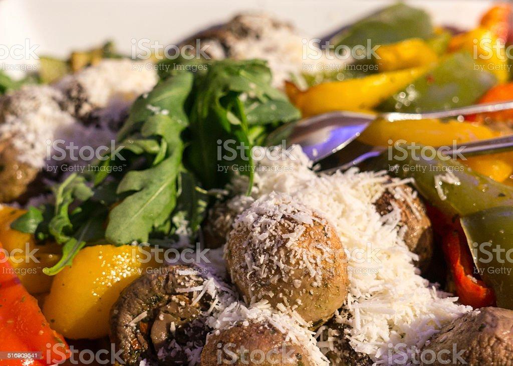 Insalata mista con Fungo Paprica formaggio e verdura foto stock royalty-free
