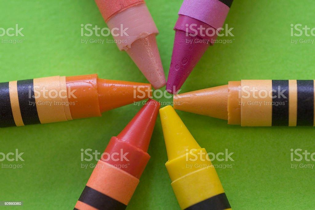 Mélanger des couleurs avec des crayons de photo libre de droits