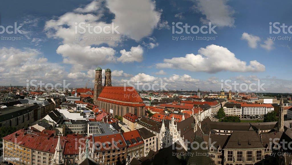 Münchner Panorama mit Frauenkirche royalty-free stock photo