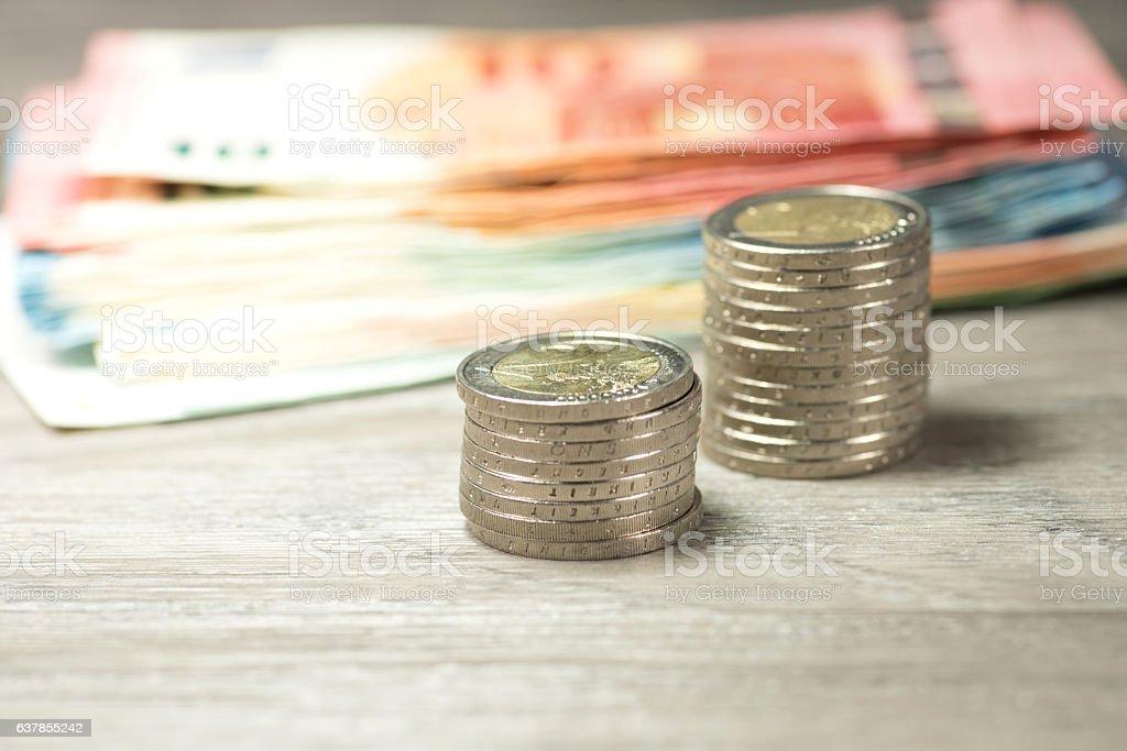 Münzen und Geldscheine stock photo