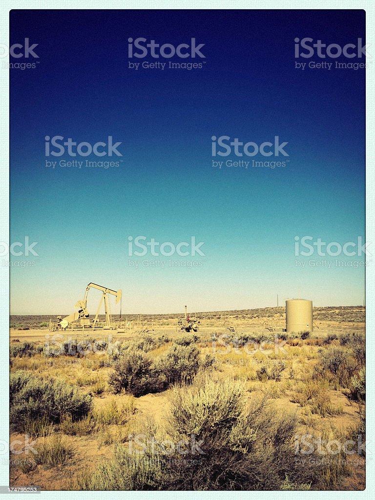 mobilestock oil rig desert landscape stock photo
