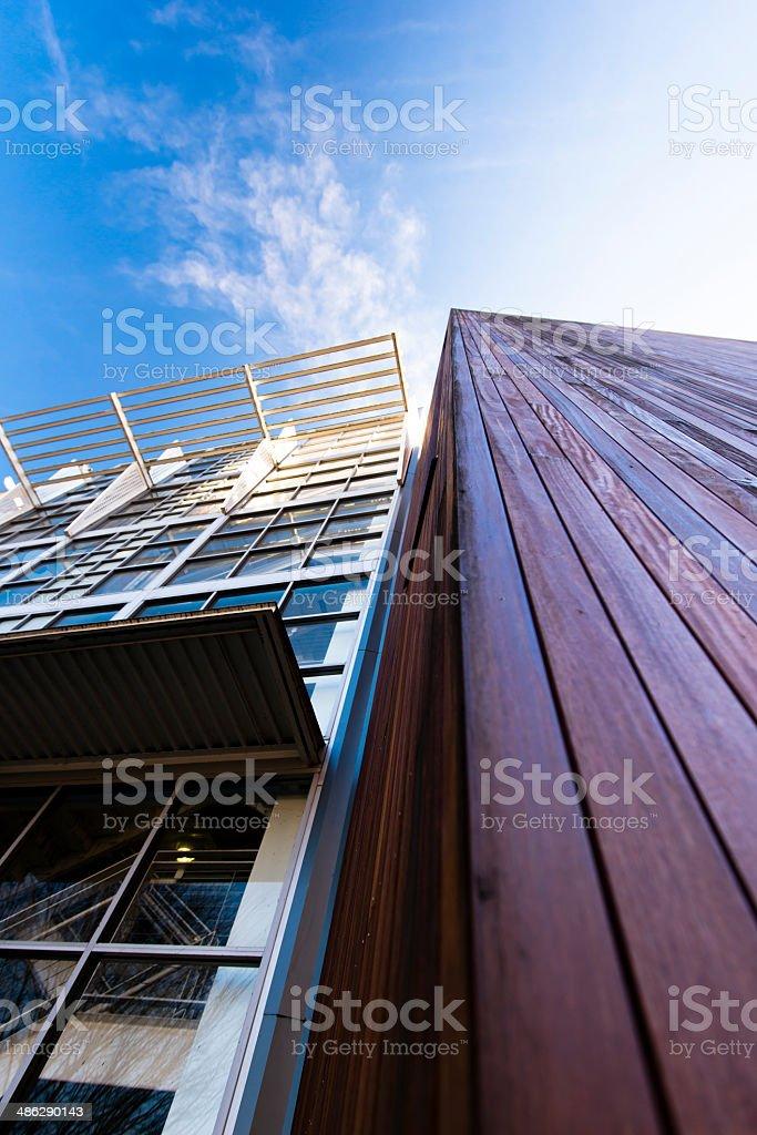 Architettura moderna in legno e dettagli in metallo foto stock royalty-free