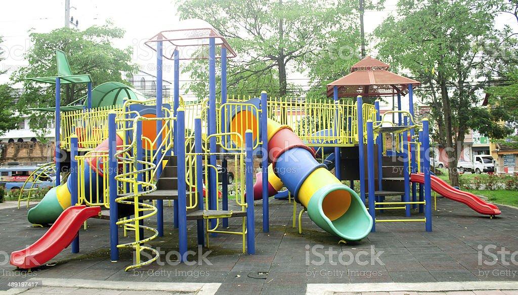 moderna patio de juegos para nios en el parque foto de stock libre de derechos