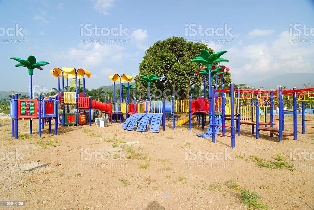Nowoczesne na plac zabaw dla dzieci na zewnątrz bez podłoża zbiór zdjęć royalty-free
