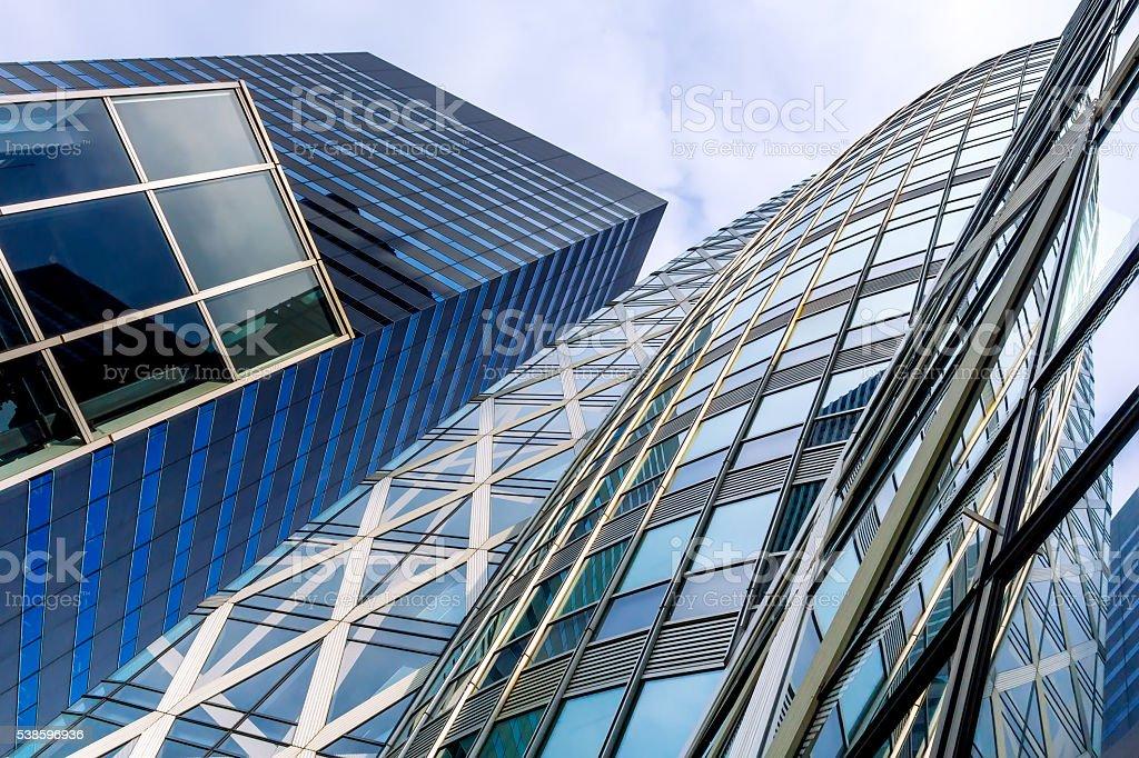 Vista em perspectiva arranha-céu moderno vidro foto royalty-free