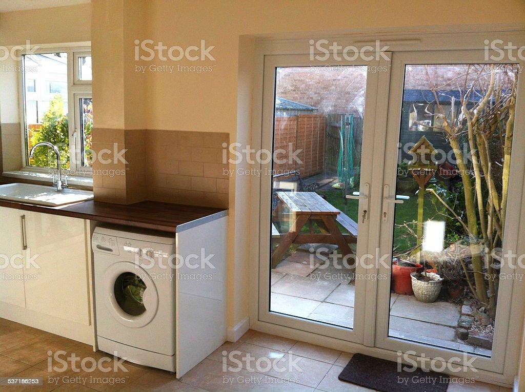 Cozinha moderna diner arm rios brancos m quina de lavar for Armario para patio