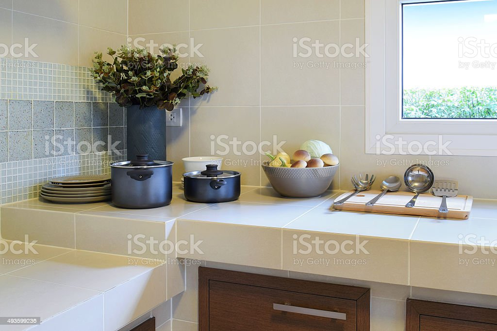 moderno con utensile da cucina con dispensa foto di stock, Disegni interni