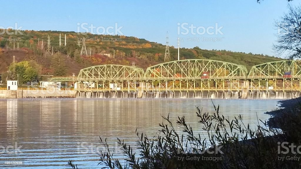 Mohawk River, Maalwyck Park, Erie Canal Lock 8, Power Lines stock photo