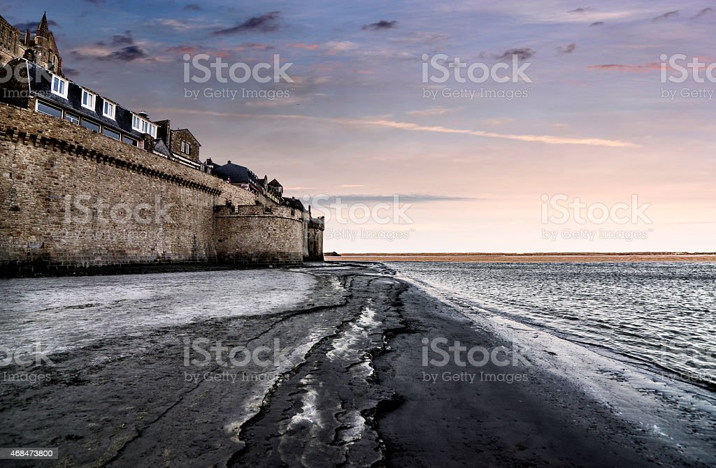 Mont Saint-Michel al tramonto, Normandia. stock photo
