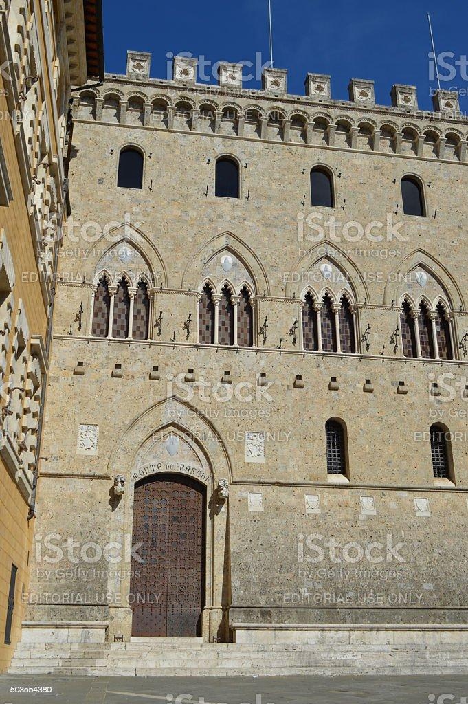 monte dei paschi edificio histórico de siena foto de stock libre de derechos