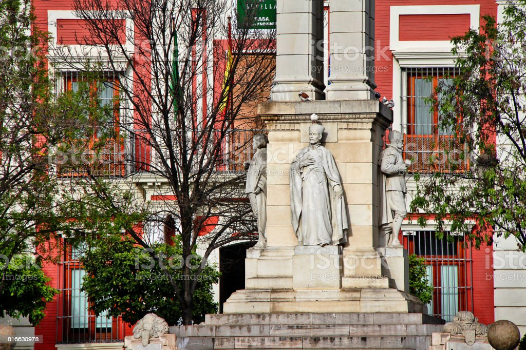 Monument of the Immaculate Conception, by Lorenzo Coullaut Valera in 1918, in front of the Town Hall at Plaza del Triunfo, Seville (Sevilla), Andalusia, Southern Spain stock photo