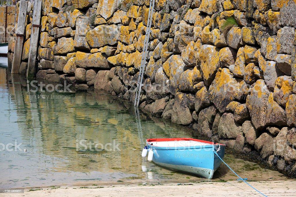 停泊するボートハーバーの壁列 ロイヤリティフリーストックフォト