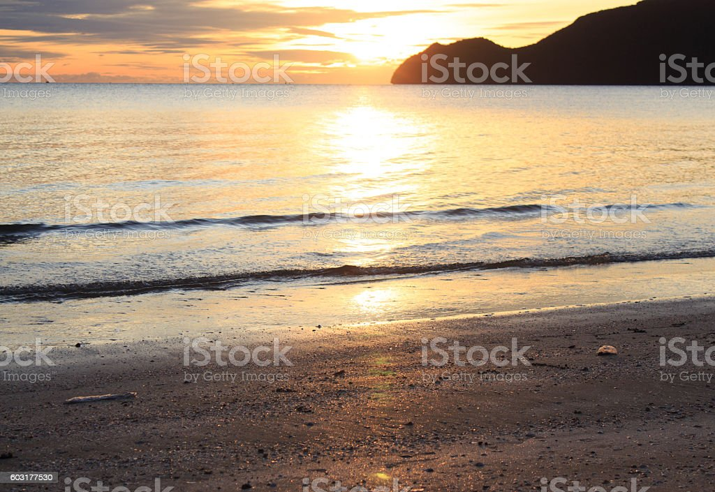 morning clearly warm sunset blue sky and sea wave surface Стоковые фото Стоковая фотография