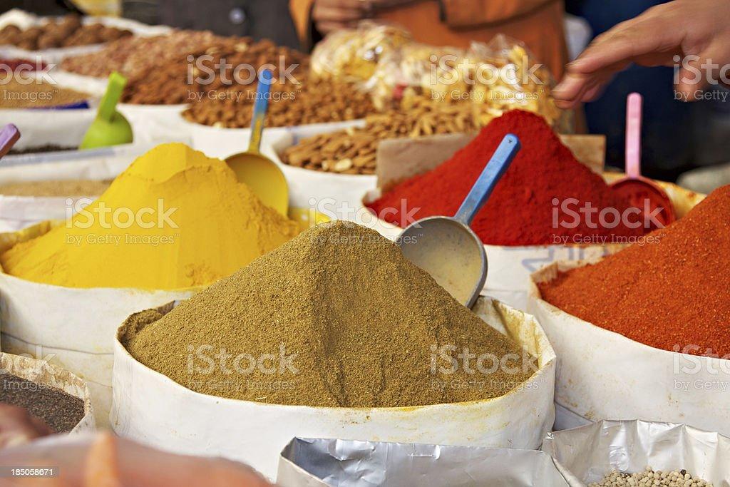moroccan spice market in fez stock photo 185058671 | istock