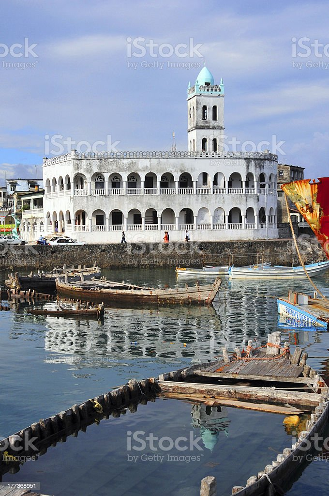Moroni, Comoros: sunk dhow and Old Friday Mosque stock photo