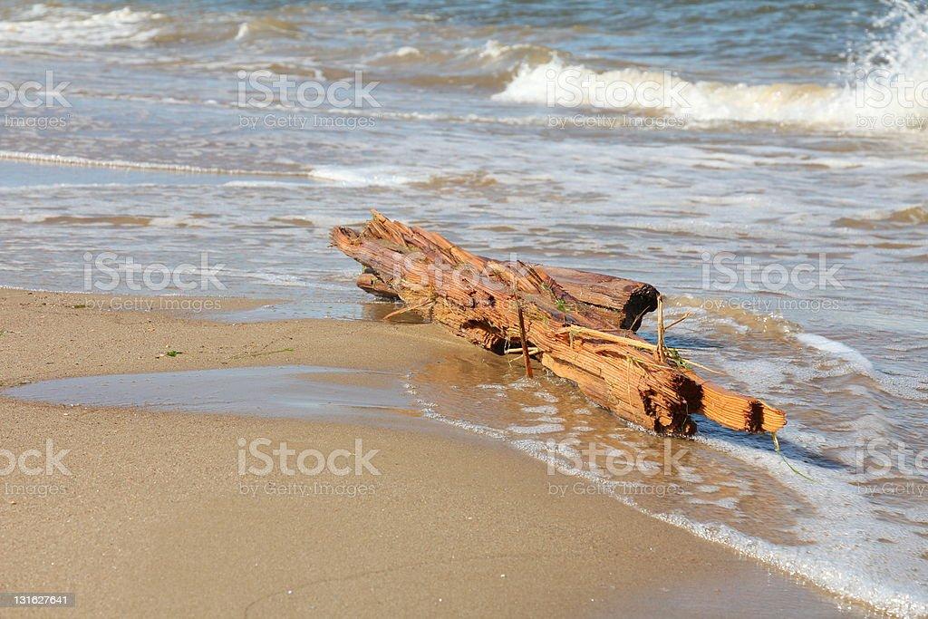 Morskie fale i wrak statku stock photo