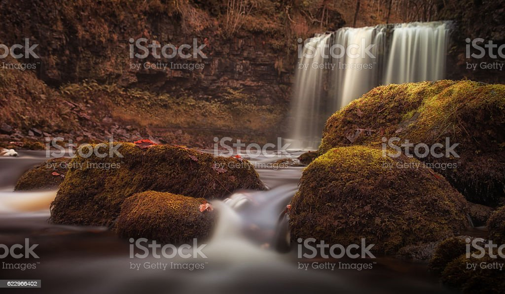Moss covered rocks at Sgwd yr Eira waterfall stock photo