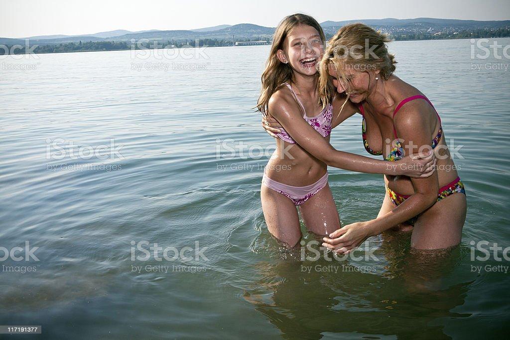 That blonde girl is so cute !