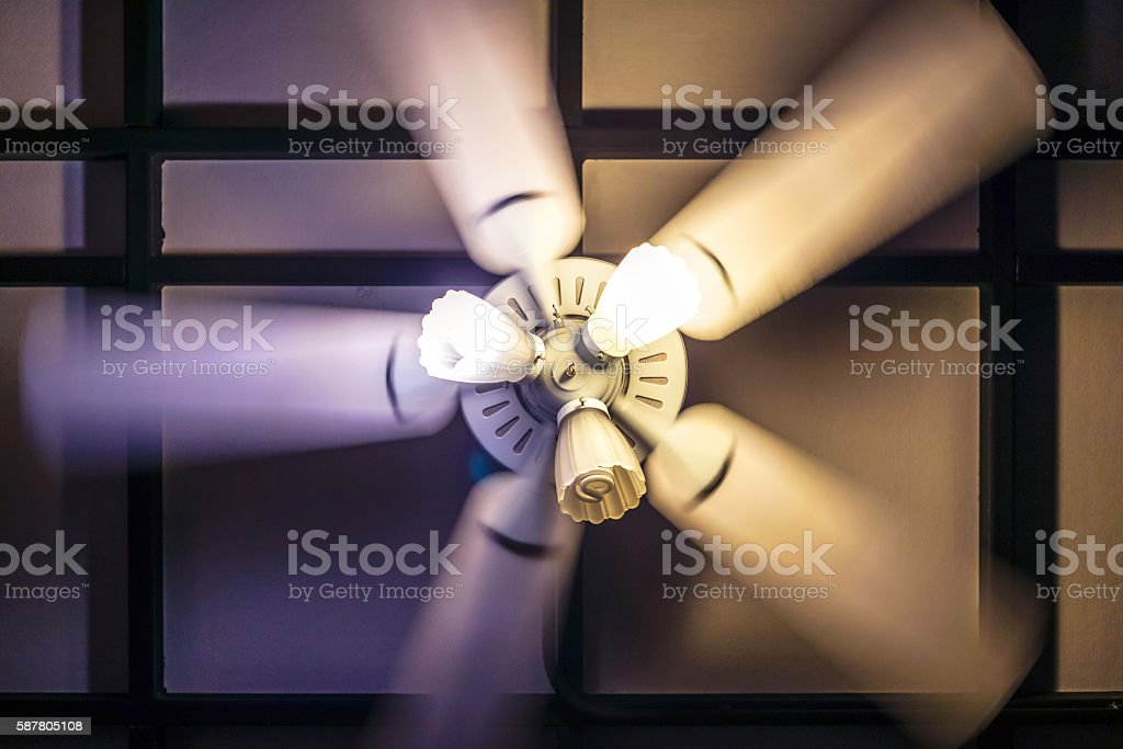 Motion blur of spinning ceiling fan with lamp photo libre de droits
