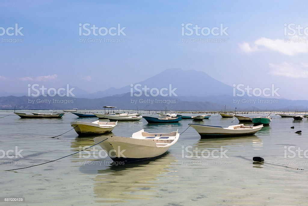 Mount Agung and boats in Nusa Lembongan stock photo