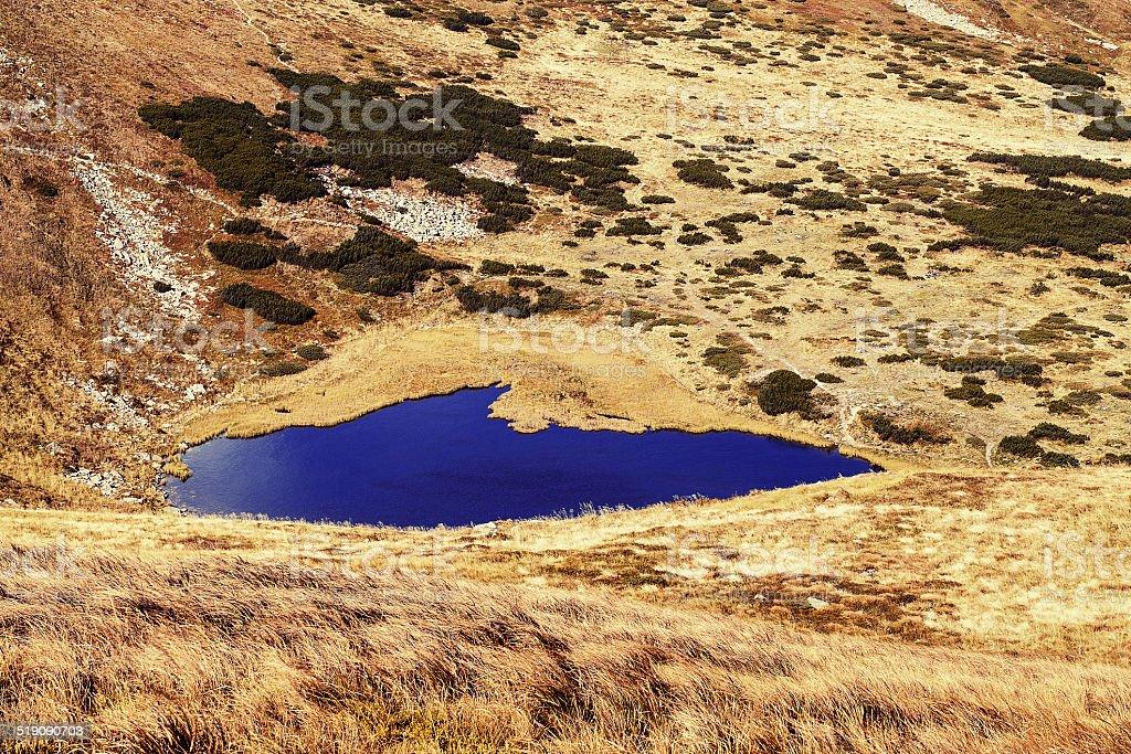 Lac de montagne en automne photo libre de droits
