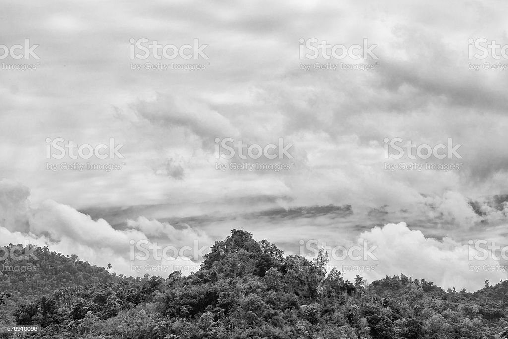 Mountain ridge with cloudy background photo libre de droits