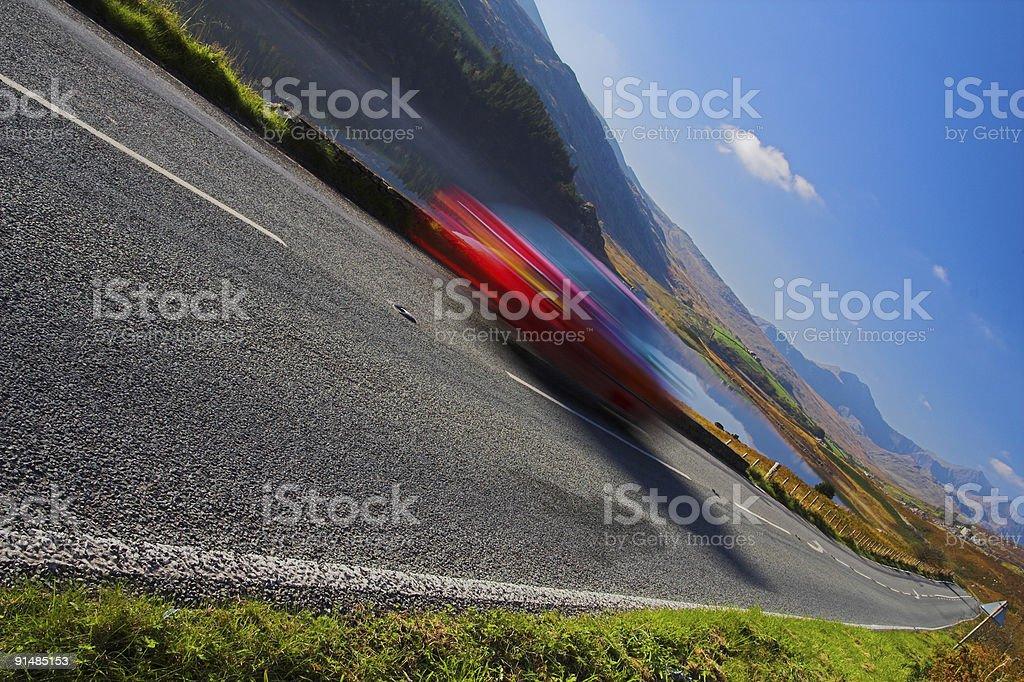 Górska Droga z niewyraźne Samochód zbiór zdjęć royalty-free