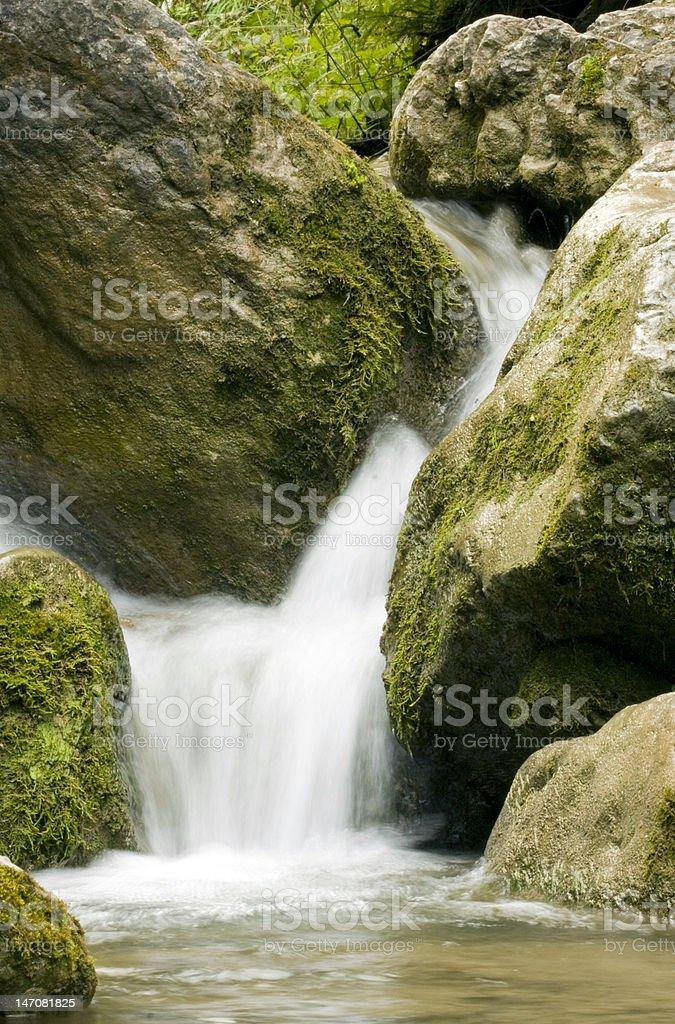 Gebirgige-Wasserfall Lizenzfreies stock-foto
