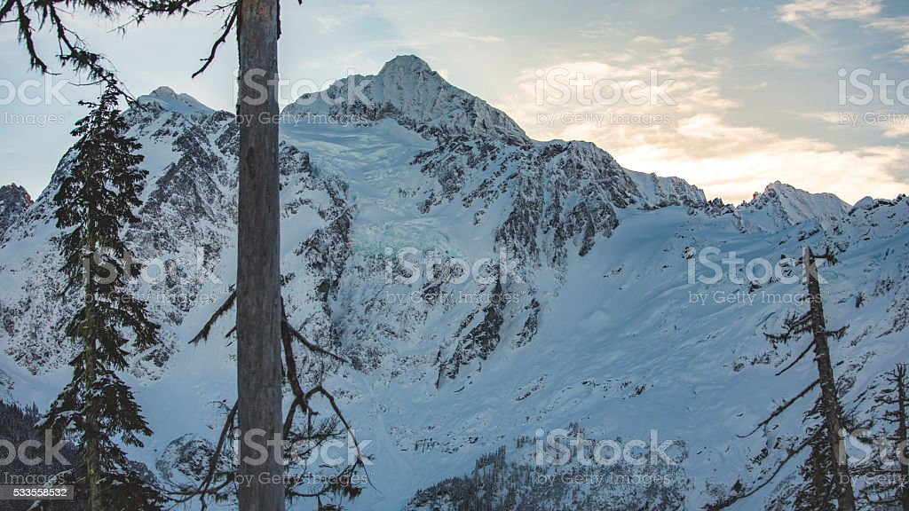 Mt Shuksan, Washington State Sunrays at Sunrise stock photo