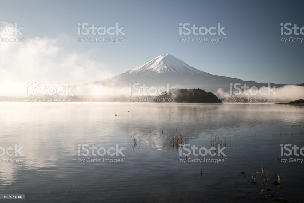 Mt.Fuji and blue sky at Kawaguchi-lake,Yamanashi,tourism of Japan ストックフォト