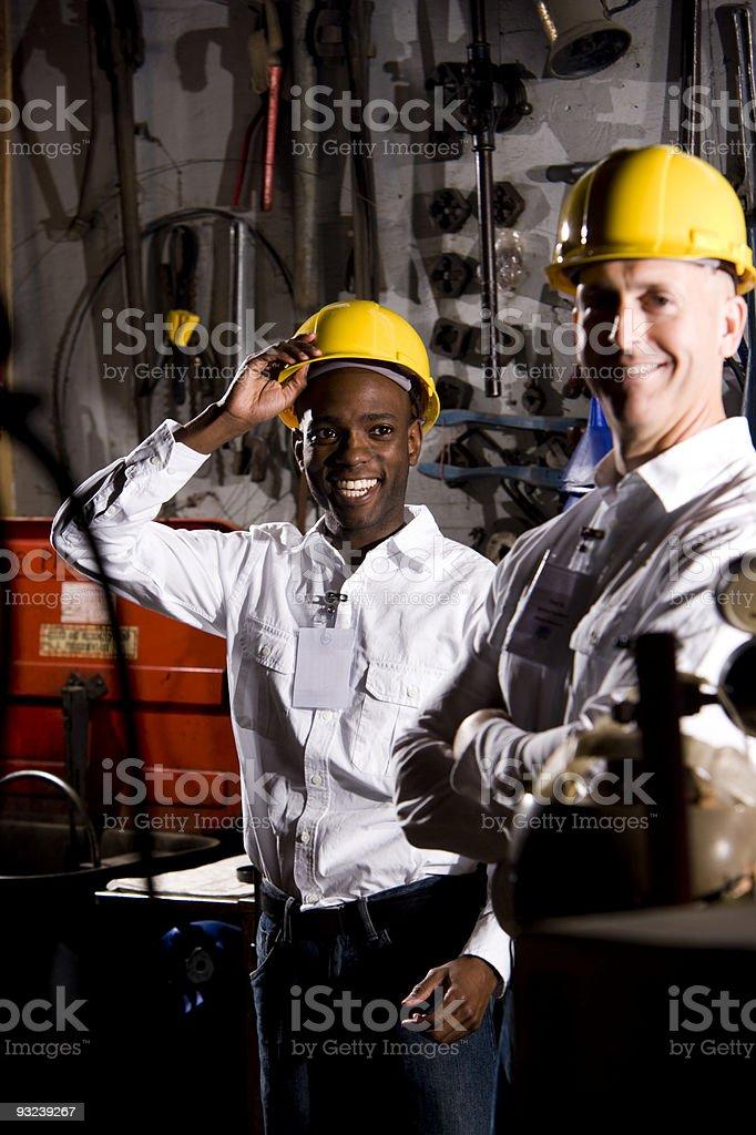 Multiétnico de sus compañeros de trabajo en oficina de mantenimiento foto de stock libre de derechos