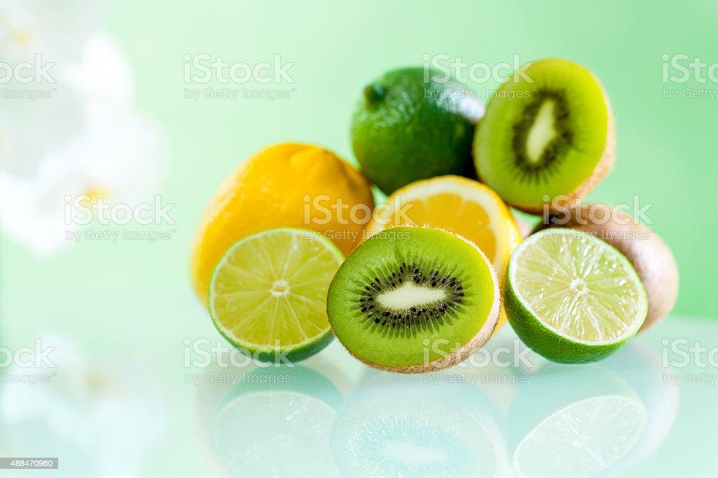 Plusieurs Citrus fruits sur table. photo libre de droits
