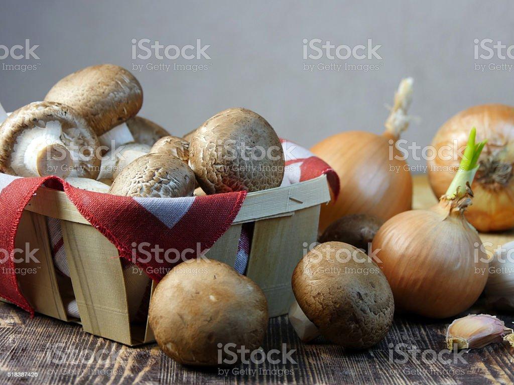 Hongos en una canastilla foto de stock libre de derechos
