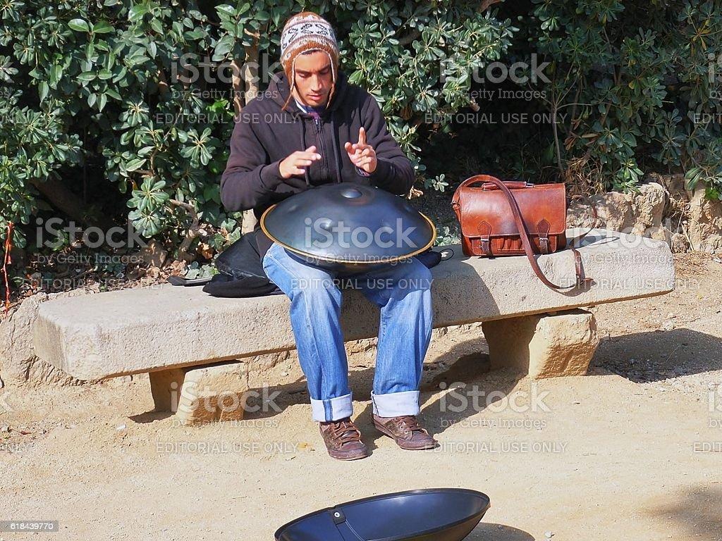 Musicista di Hang stock photo