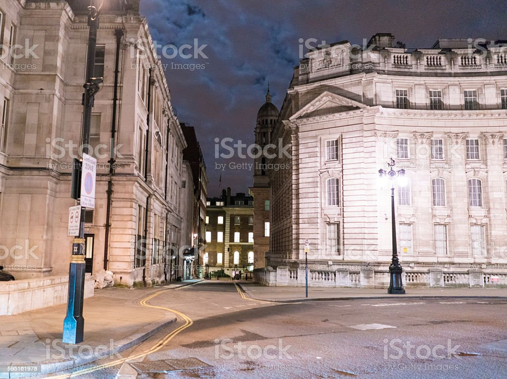 Narrow lane in London at night Lizenzfreies stock-foto
