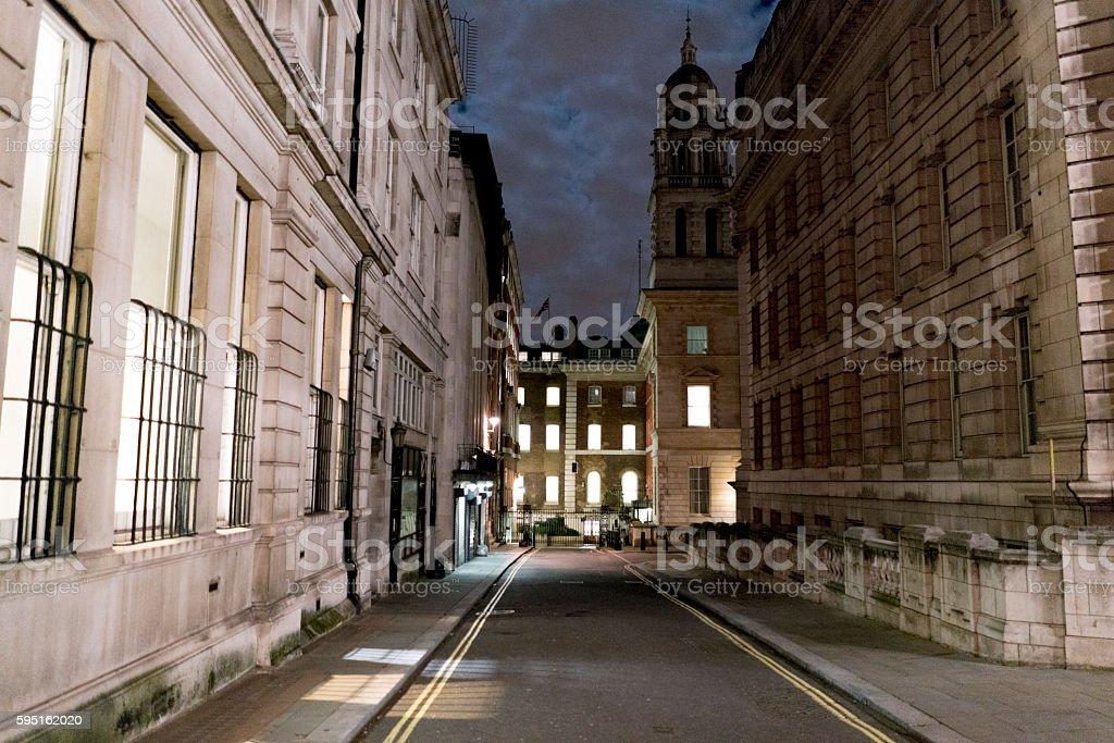 Narrow lane in London at night Lizenzfreies stock-foto