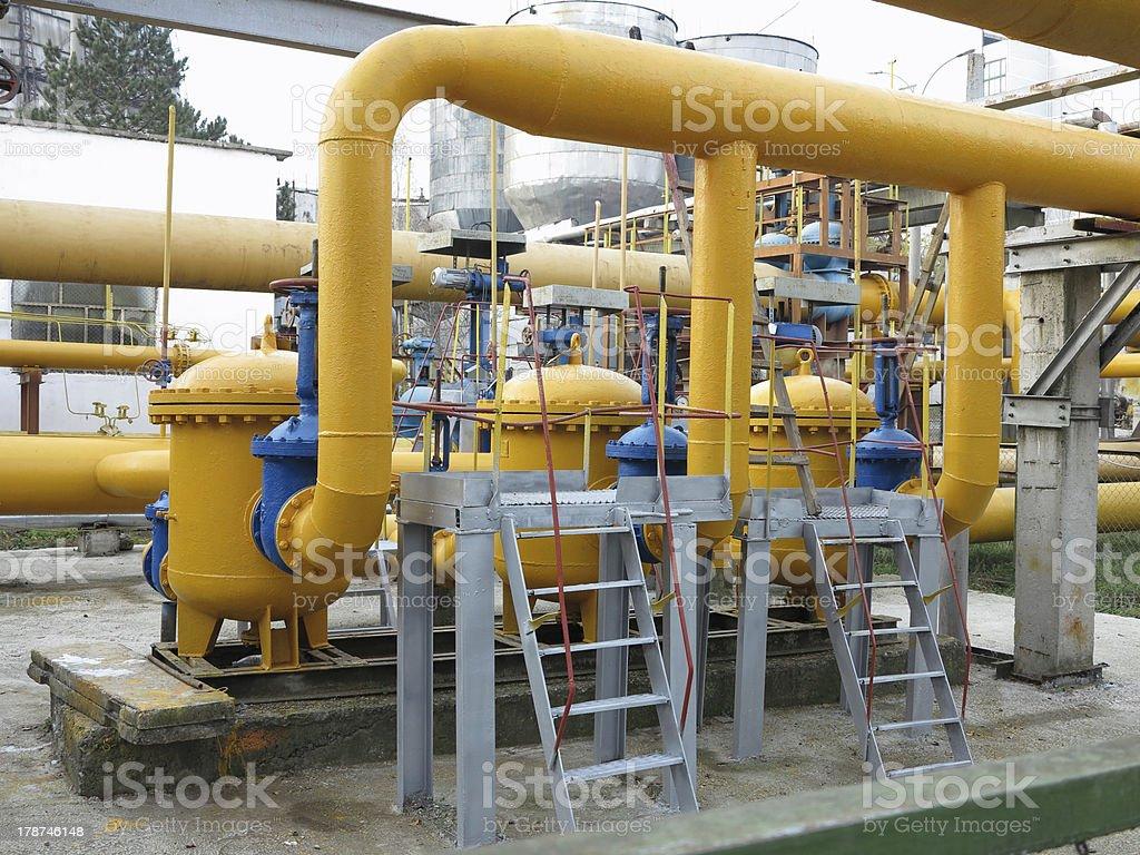Gás Natural com tubos de alimentação de amarelo foto de stock royalty-free