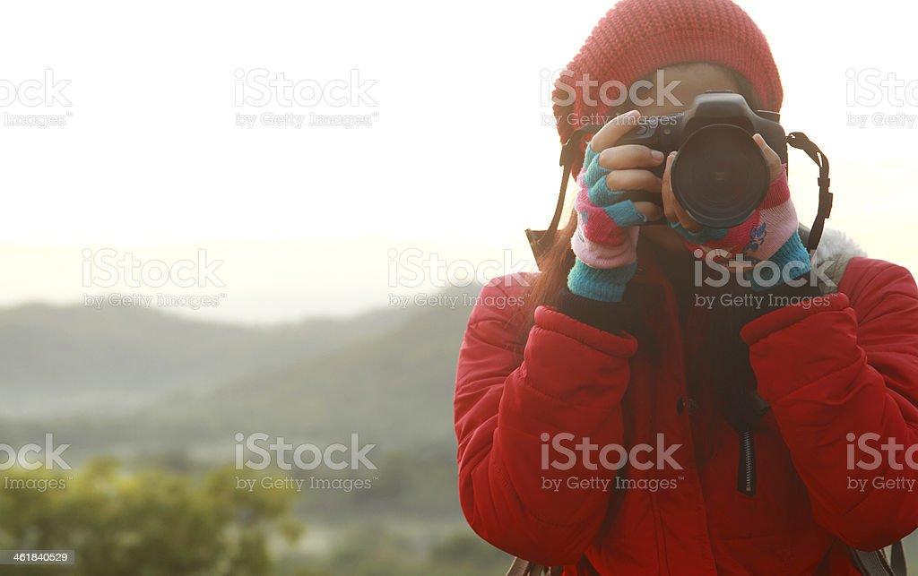 Natur Fotograf nimmt Bilder während Wandern Ausflug Lizenzfreies stock-foto
