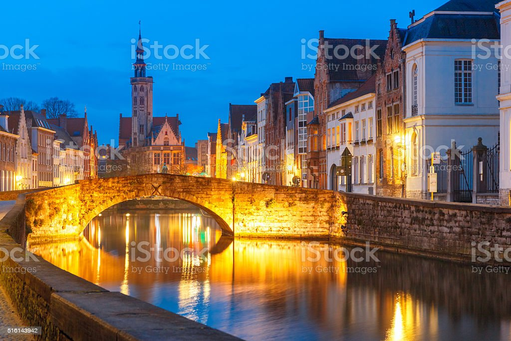 Night Canal Spiegel in Bruges, Belgium stock photo