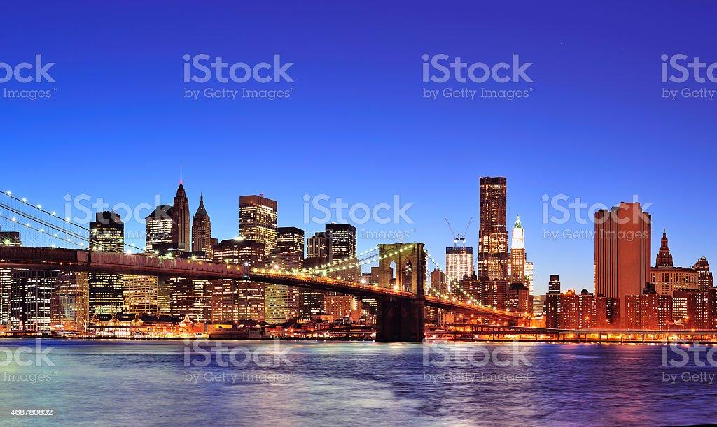 Night scene of Brooklyn Bridge with downtown Manhattan stock photo
