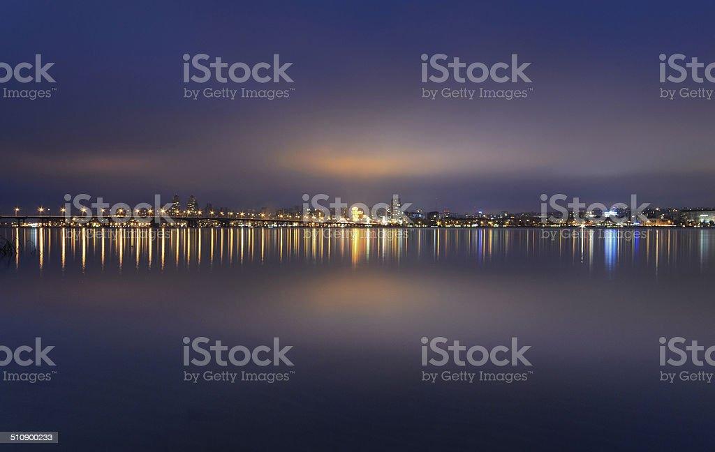 Horizonte de Quebec por la noche de Dnipropetrovsk. foto de stock libre de derechos