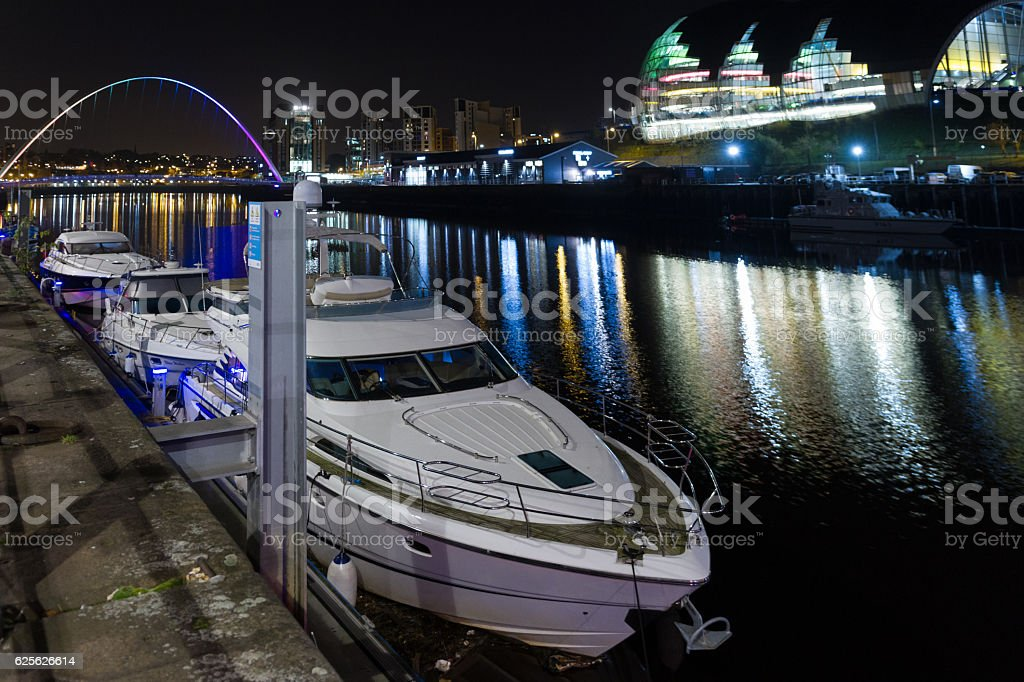 Night-time photograph of Newcastle and Gateshead Quayside, Engla stock photo