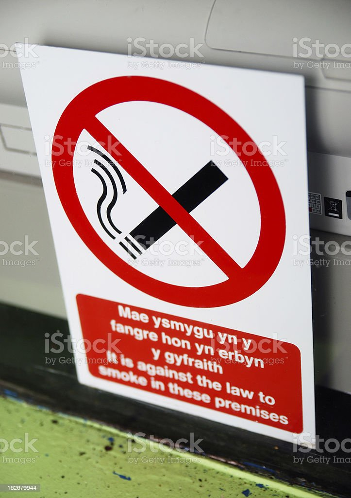 No smoking sign in Welsh and English languages stock photo