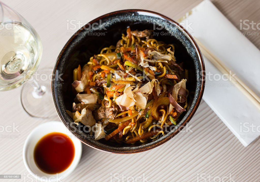 japanise noodlar yakisoba stock photo